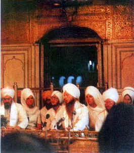 Mukhia Singh Sahib Vikram Singh Khalsa doing Gurbani at the Golden Temple